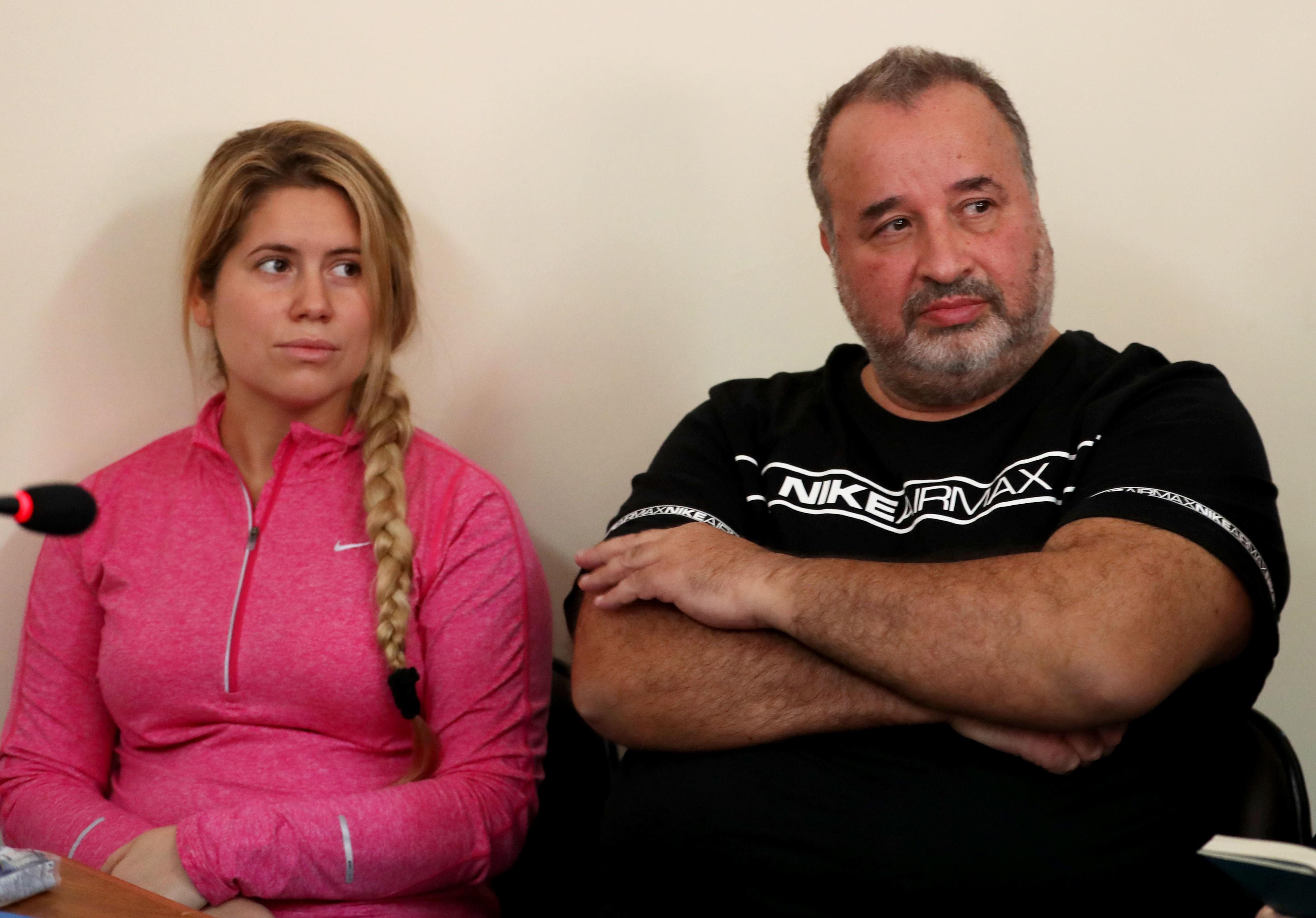 La esposa de Balcedo, Fiege, se queja de las cucarachas. Le negaron la prisión domiciliaria.