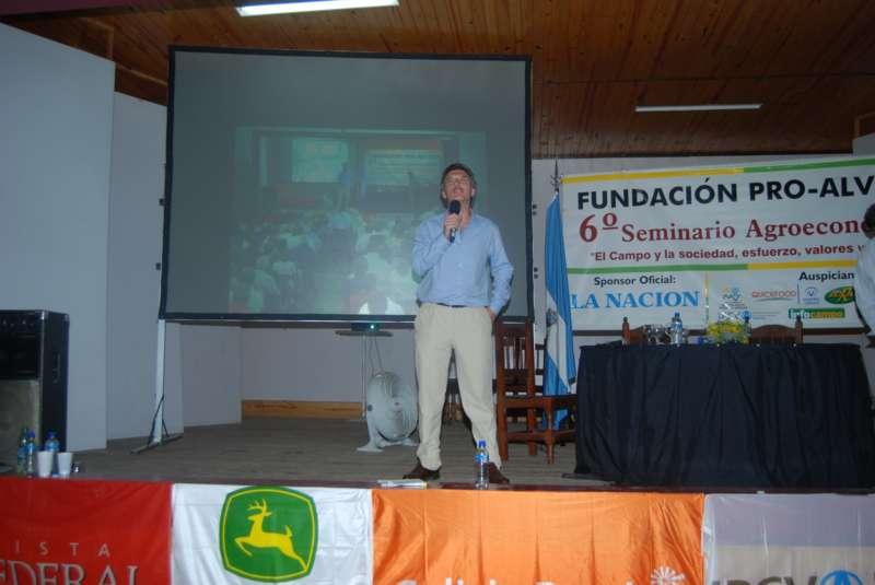 2009. Macri en la Fundación Pro Alvear, de Pepa ¿y Nix?