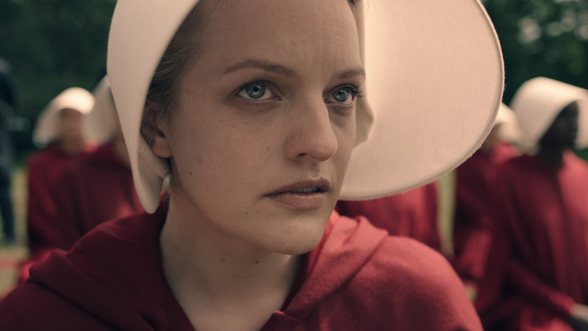 Elizabeth_Moss_as_Offred