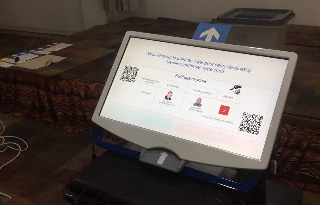 """""""Máquina de votar"""" de Miru Systems, en Congo."""