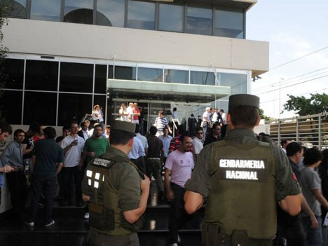 Grieta. Echegaray le mandaba Gendarmería a Cablevisión. Ahora lo procesan por... beneficiarlos.