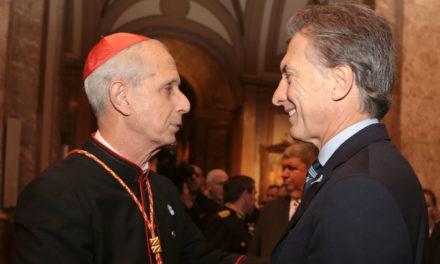 Otro cruce con la Iglesia: En el Gobierno discuten restringirle los pasaportes oficiales a los obispos