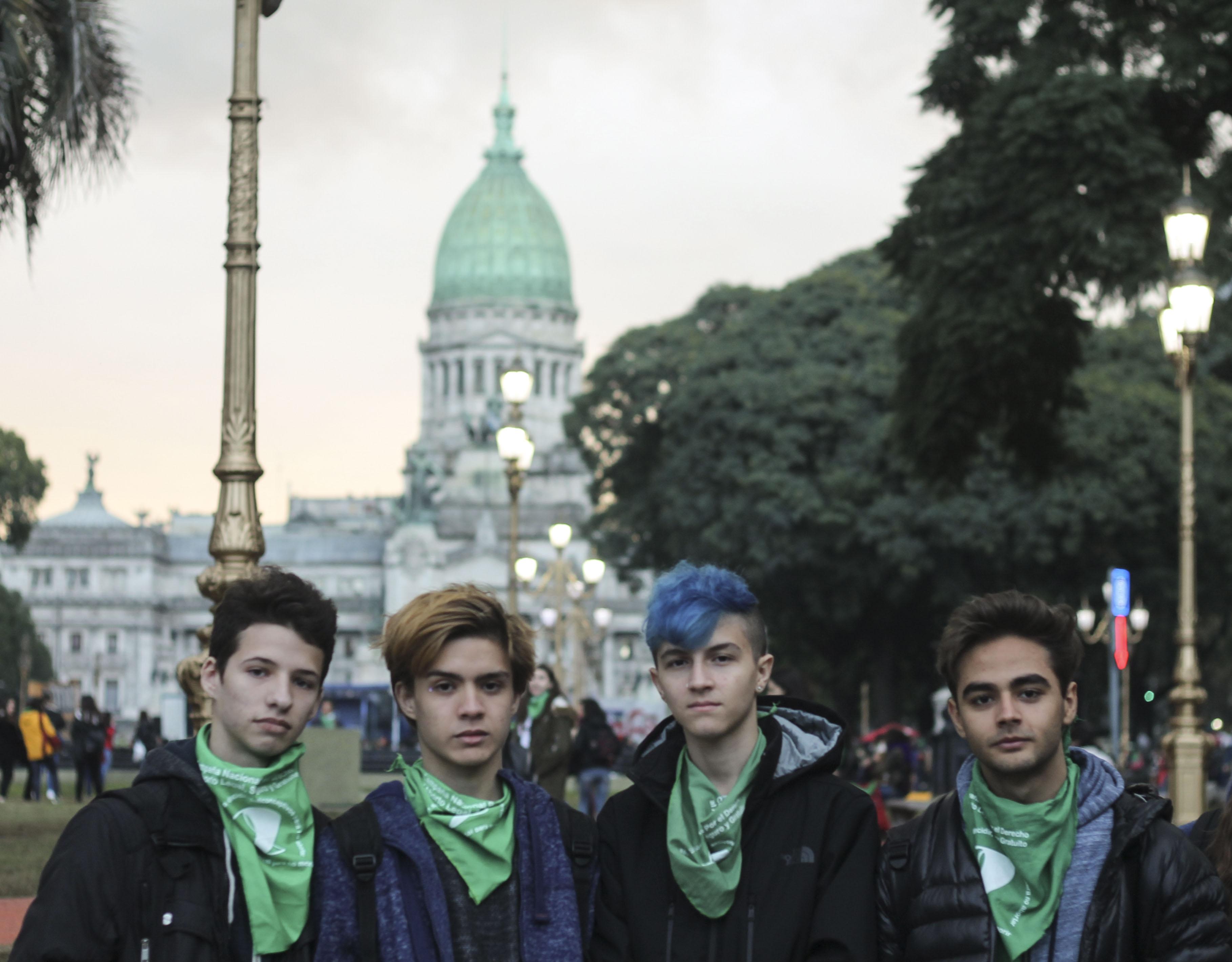 Los chicos, también frente al Congreso por #NiUnaMenos.