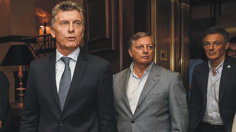 Macri reemplazó a Aranguren en Energía y a Cabrera en Producción.