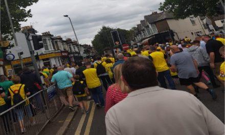 Comparaciones odiosas: Cómo en la liga inglesa las hinchadas caminan por la misma vereda