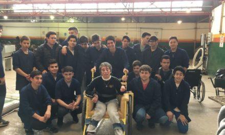 En una escuela técnica de Madariaga, chicos de 16 crearon la tricicleta de la felicidad