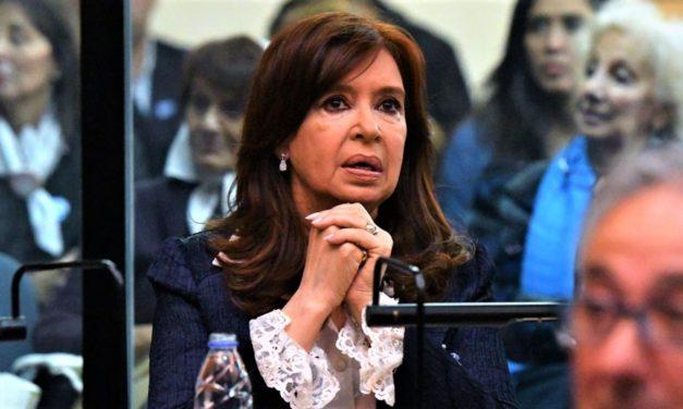 Cómo Cristina evitó la foto más incómoda en el juicio