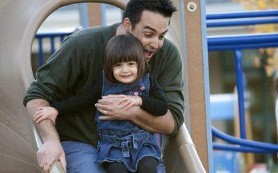 El fin de «te ayudo»: cómo es la nueva paternidad full life de los hombres modernos
