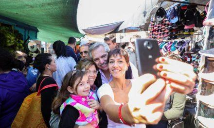 La estrategia digital de Alberto Fernández en redes: tweets de madrugada y millones en Facebook