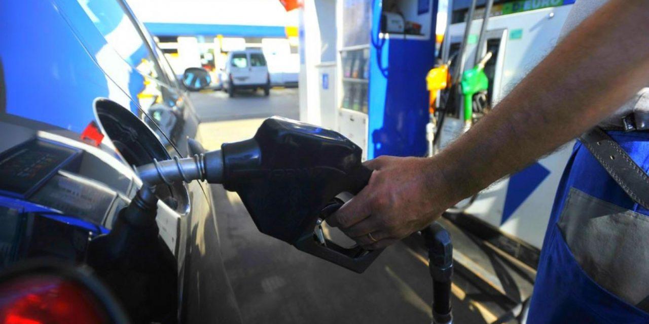 El Gobierno se prepara para congelar el precio de los combustibles